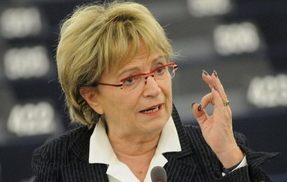 Doris Pack: Po djegies së mandateve, ambasadorët dhe BE po mbyllin sytë