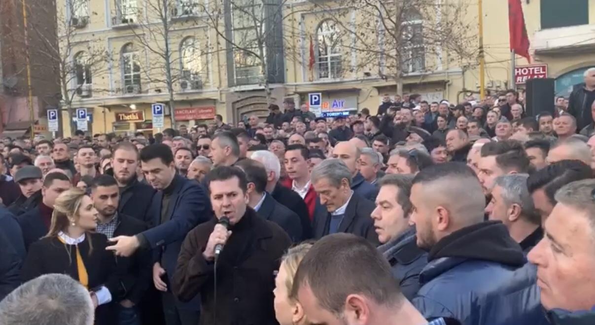 Fatmir Mediu: Rudina Hajdari nuk na përfaqëson.