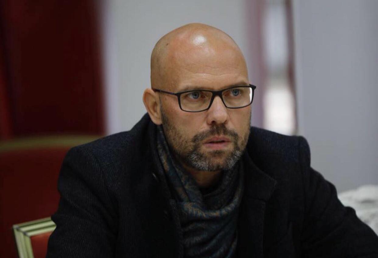"""Ylli Manjani: Ish-ministr """"kryqëzon"""" Ramën/ Qeveria sundon mbi çdo institucion"""