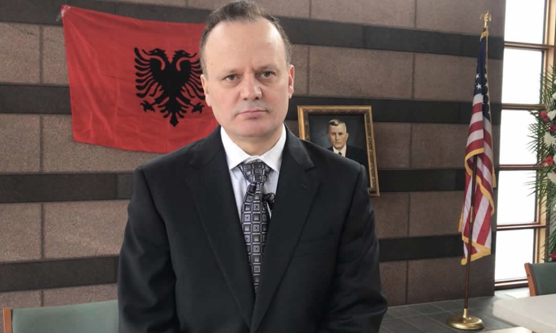 KUNDER SHKRIMTARIT TUFA KA SHPERTHY NJI SULM TIPIK SLLAVO-KOMUNIST-ENFERRIST