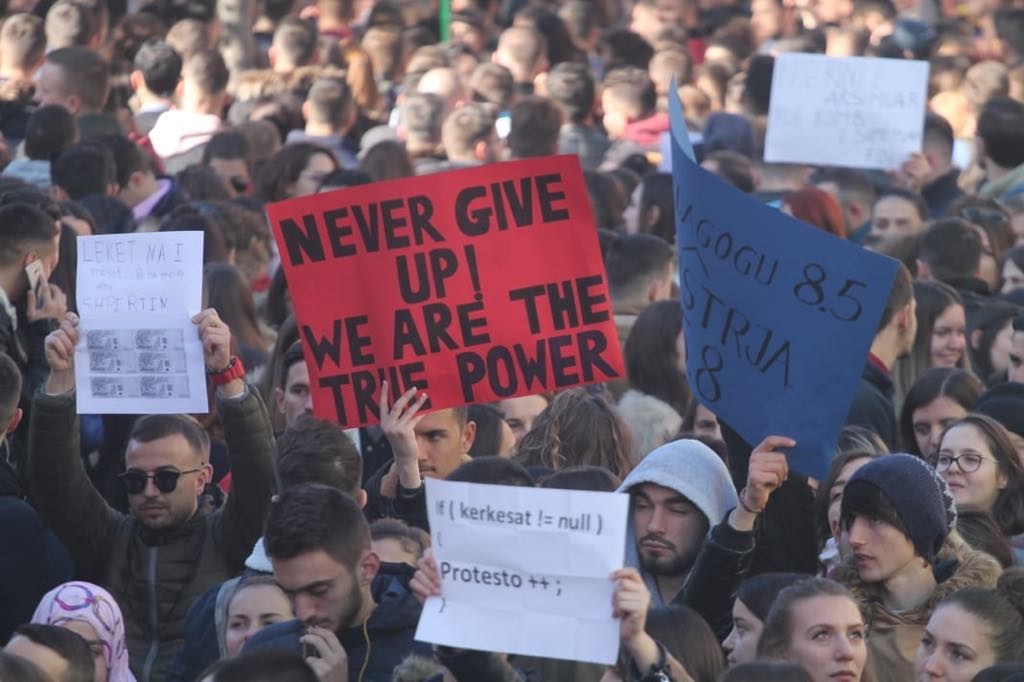 Studentët nga gjithë vendi mblidhen në Korçë, shpallin protestën kombëtare.