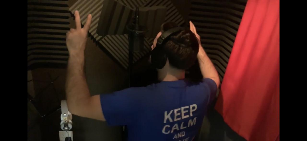 Shqipëtari nga Amerika publikon këngen DEMOKRAT ME ZEMER JAM