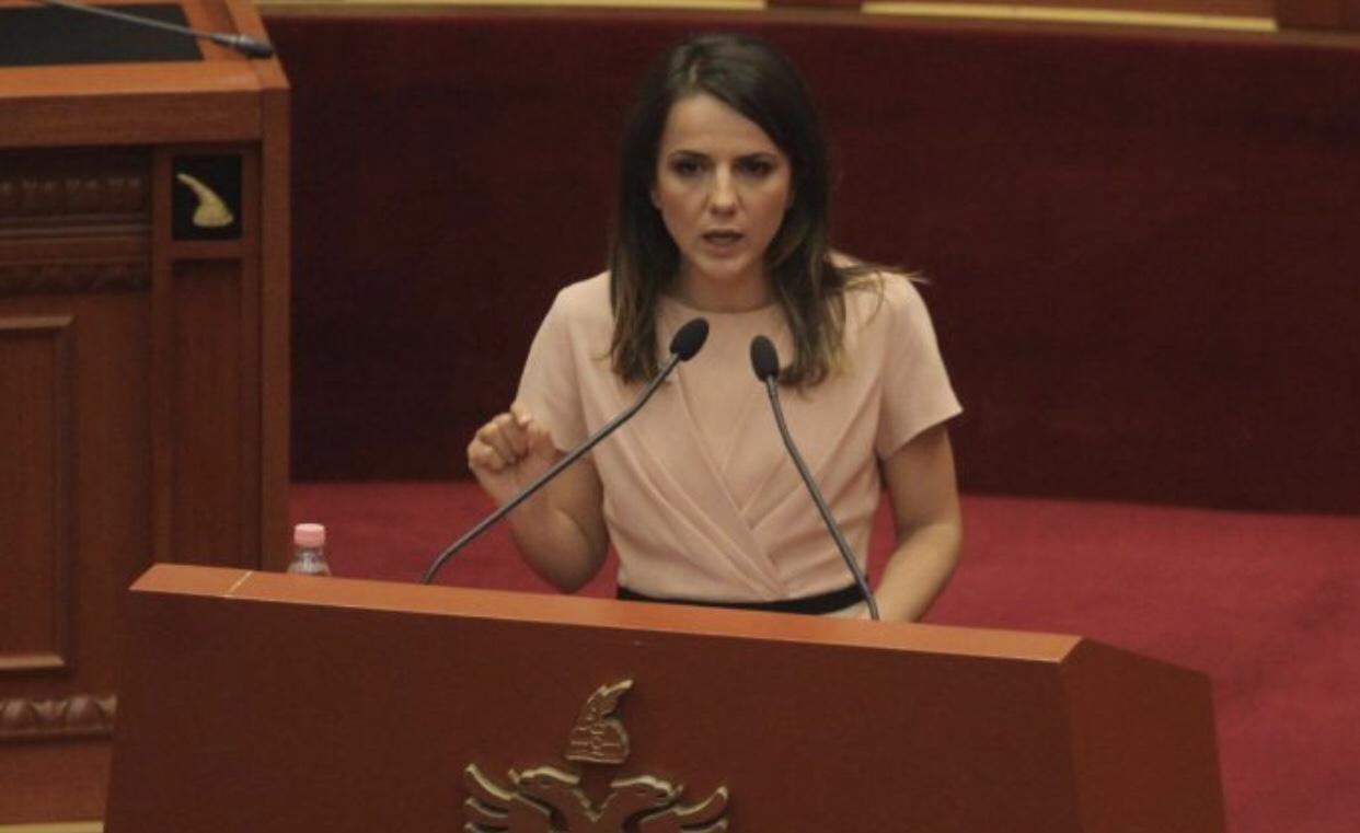 """Rudina Hajdari: """"Presidenti ka shkelur Kushtetutën, mundemi të propozojmë shkarkimin e tij"""""""