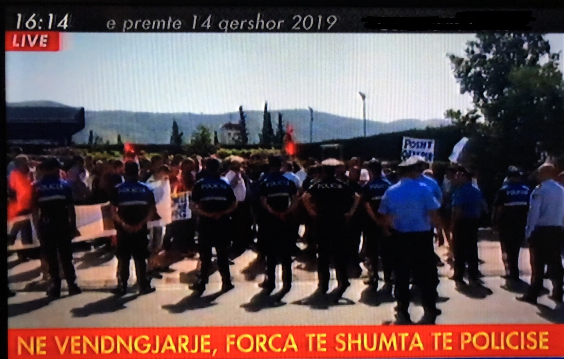 """""""Rama ik""""/ Banorët e Patosit pritë eskortës së kryeministrit"""