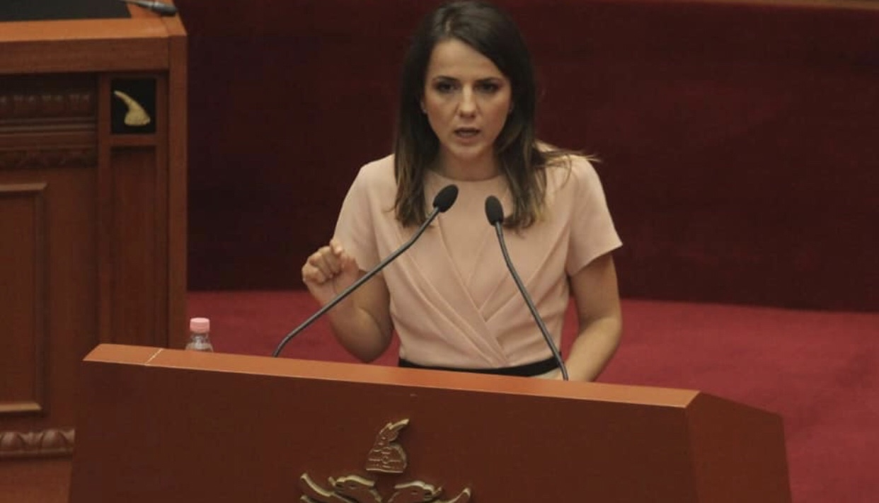Rudina Hajdari/Sot ndaluam ndryshimin në Kodin Penal për cënimin e së drejtës së shqiptarëve për të udhëtuar jashtë.