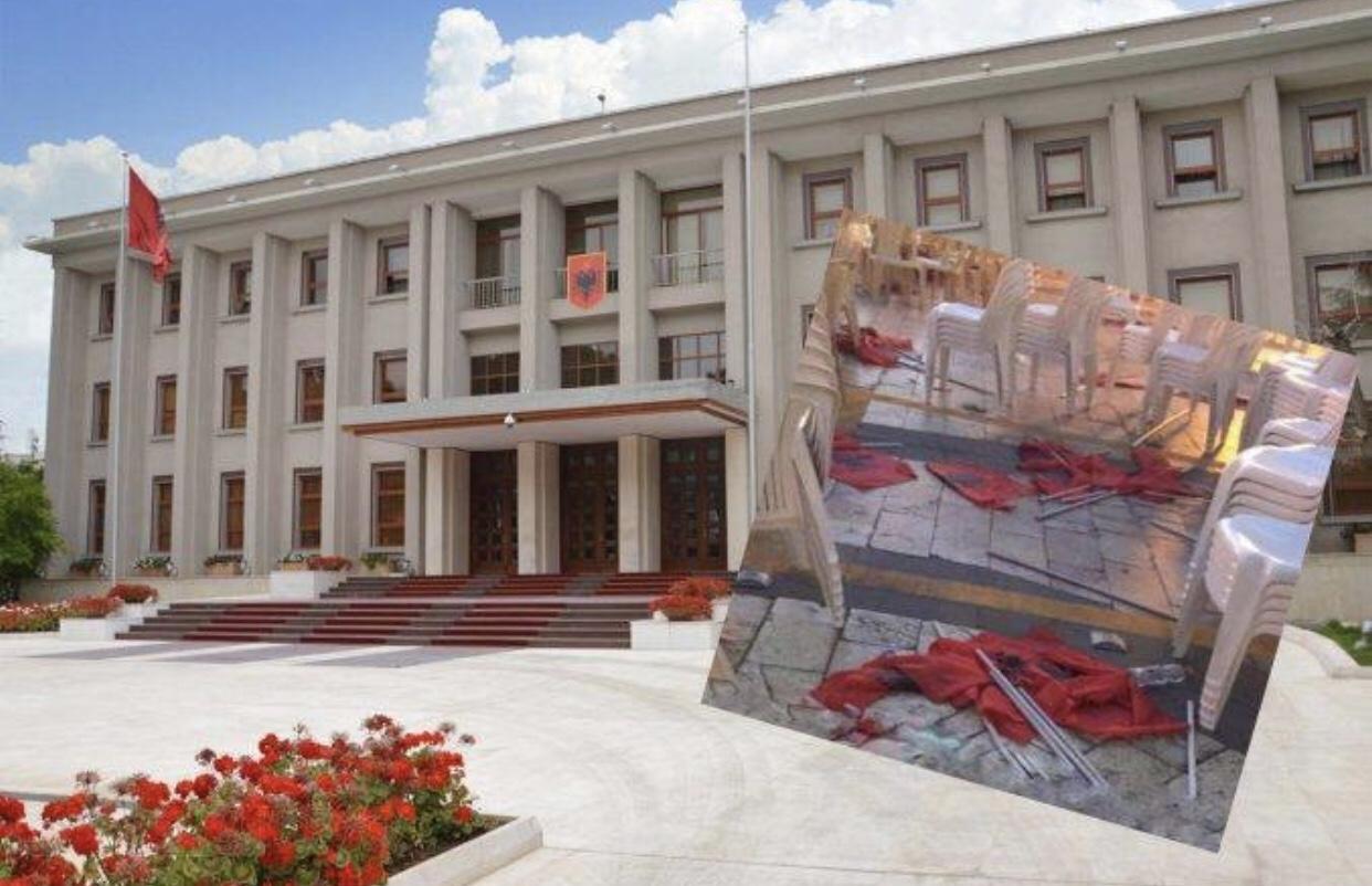 Përdhosja e Flamurit Kuq e Zi në mitingun e Ramës, reagon Presidenca