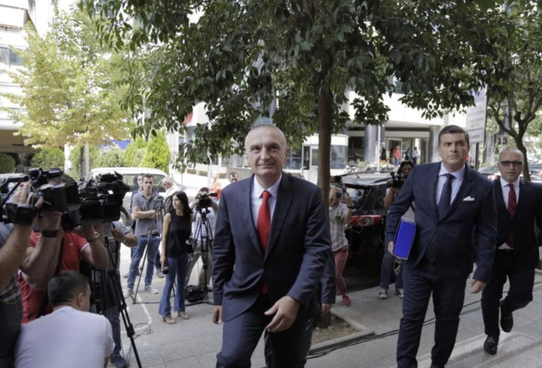 Meta dorëzon kërkesën në Gjykatën Kushtetuese:  Shkatërrimi i Teatrit është krim