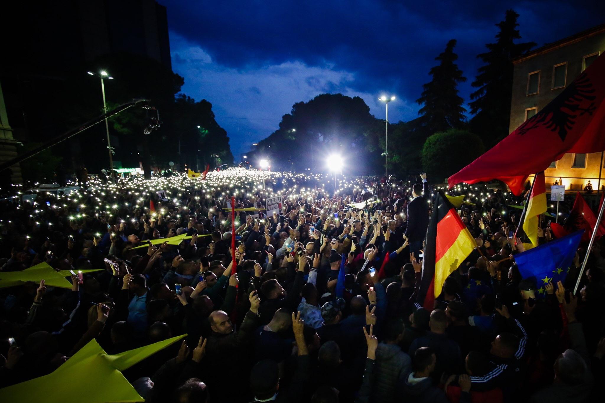 Agustin M. Mirakaj: Qeveria Shqiptare është si një dhemballë e prishur
