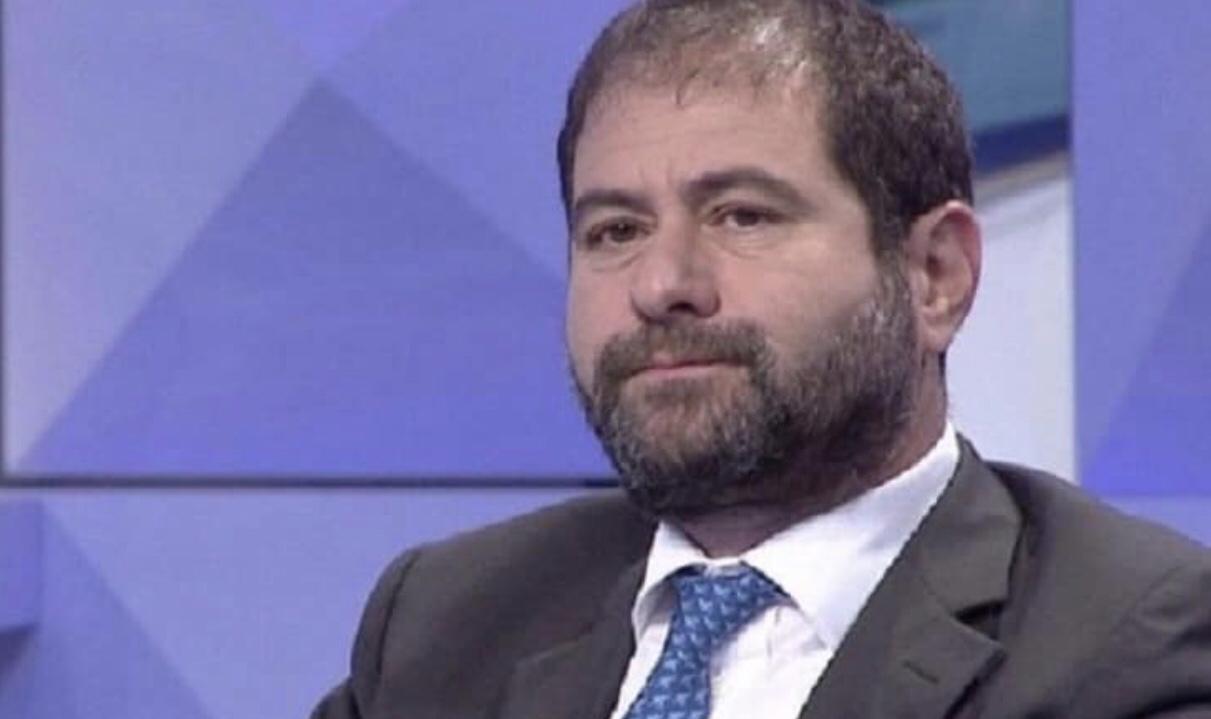 Armand Shkullaku: Kur shteti çmendet më keq se Mihali