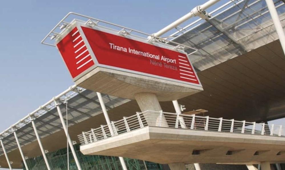 """COVID-19/ Ndërpriten të gjitha fluturimet nga Rinasi, Aeroporti """"Nënë Tereza"""" njoftim të rëndësishëm për qytetarët"""