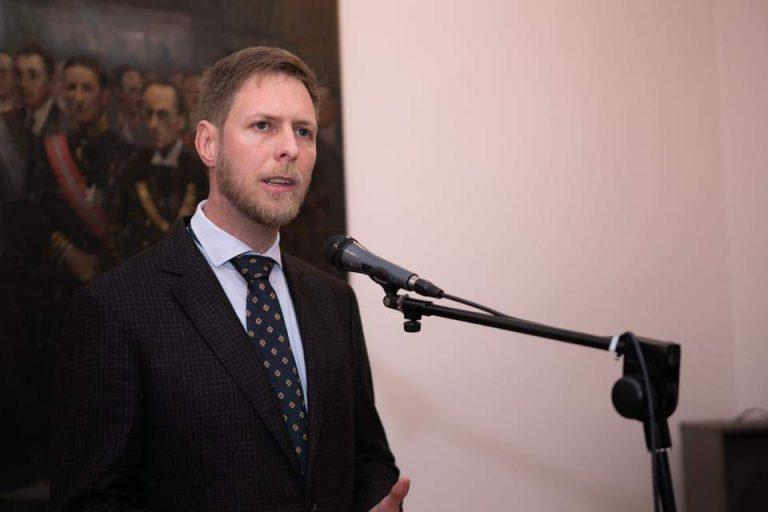 Princ Leka II uron të gjithë shqiptarët: Duhet të jemi bashkë e në krah të njëri tjetrit përballë çdo situate, siç ishin etërit tanë që themeluan shtetin
