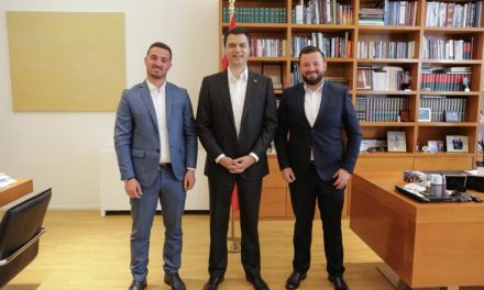Dy funksionarët e lartë të PS-së i bashkohen Bashës, Kërtusha: Durrësi peng i interesave të Dakos
